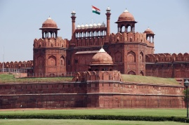 111Red-Fort-Delhi-Picture-with-Indian-flag