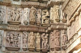 13sd-monuments-of-khajuraho