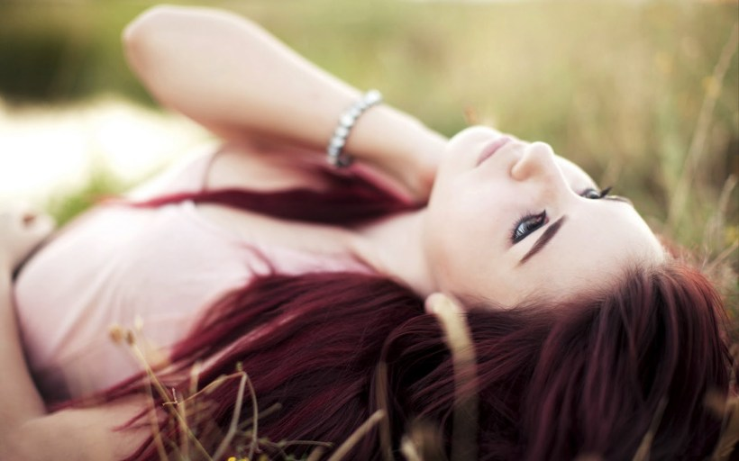 Girl In The Grass Red Hair Look Glamour HD Wallpaper - LoveWallpapers4u.Blogspot.Com